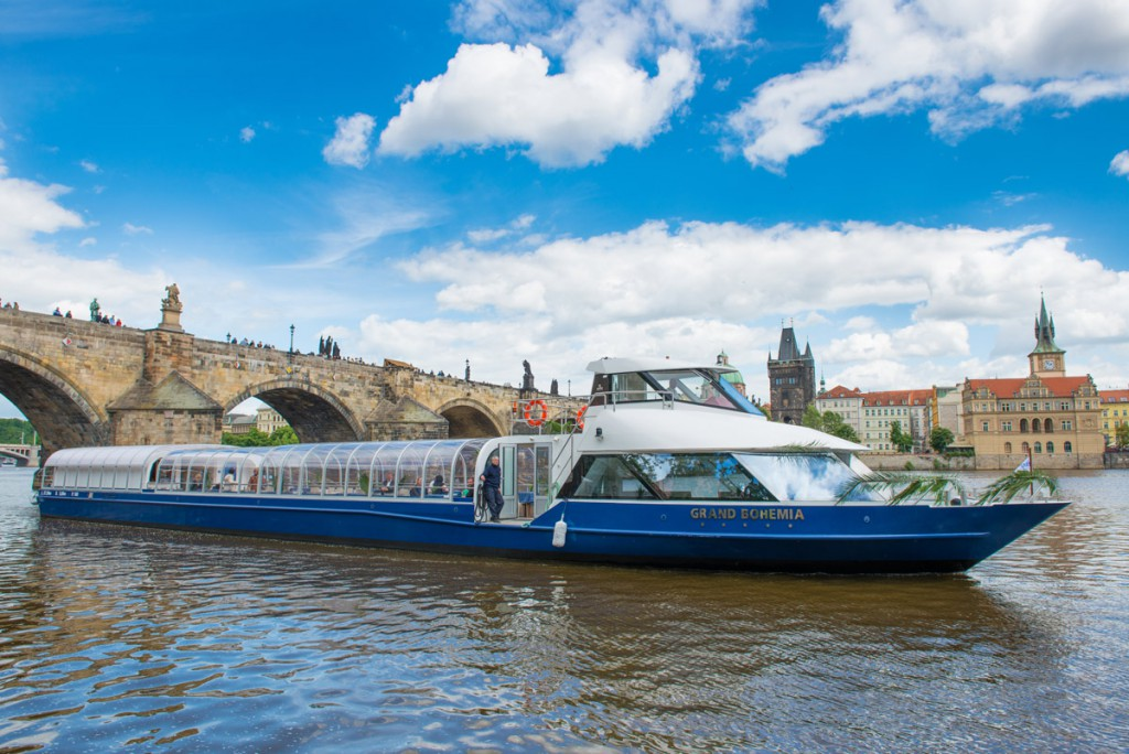 D1-5_CityTourBoatAndCharlesBridge_Grand-Bohemia-93-2161